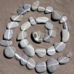 afscheidsritueel met stenen
