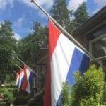 vlaggen halfstok uitvaart